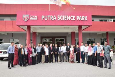 Mesyuarat UPM Bersama pihak Collaborative Research in Engineering, Science and Technology (CREST)